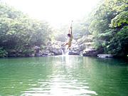 滝つぼでできた天然のプール